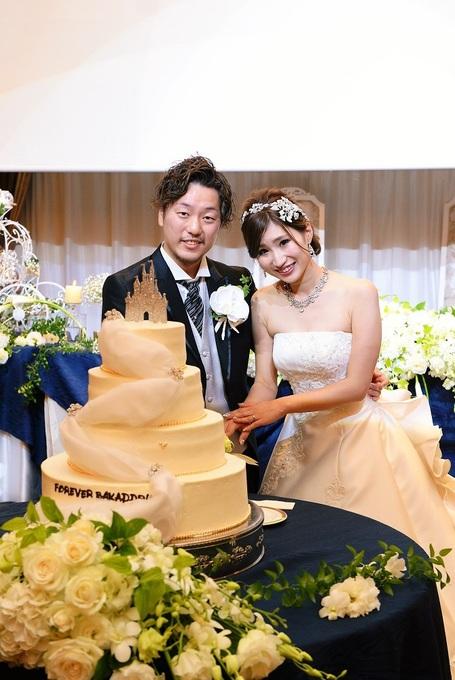 ケーキ入刀二人11.jpg