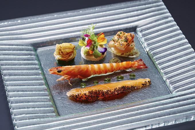 2.絹姫サーモンと巻海老のサラダ仕立て ハーブブーケを添えて.jpg