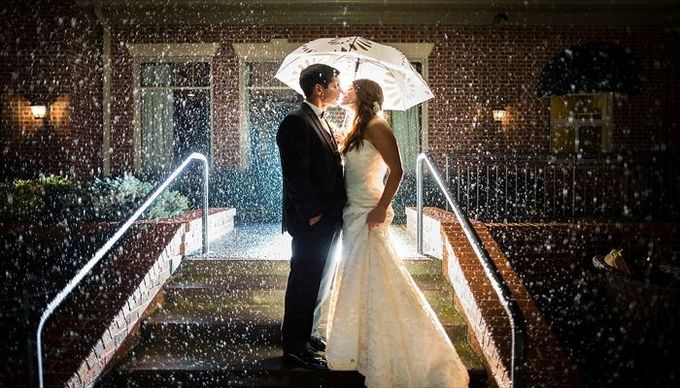 dc-wedding-photographers-umbrella-wedding-rain-compressor.jpg
