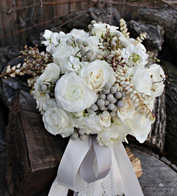 d06064551793e8e3c0182339e46fa233--ivory-wedding-bouquets-bridal-bouquets.jpg