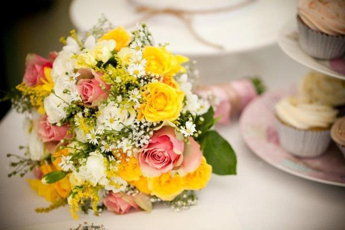 white-pink-yellow-bouquet.jpg