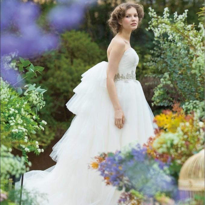 "2a0c1a5891164 新婦様にとっては、結婚式アイテムの中でも一番大切にされる方も多い ""ウエディングドレス"""